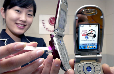 glucose-meter-on-cell-phone